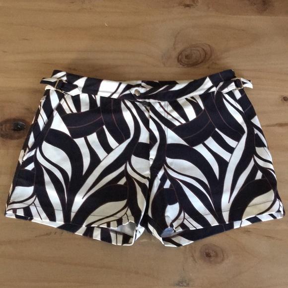 825bd68daa Tom Ford Mid-Length Printed Men's Swim Shorts. M_5b6caee34cdc30e1b7bd85ea